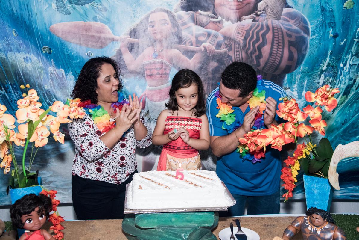 parabéns animado no Buffet Fabrica da Alegria, Osaco, São Paulo, aniversário de Rafaela 5 anos tema da festa Moana