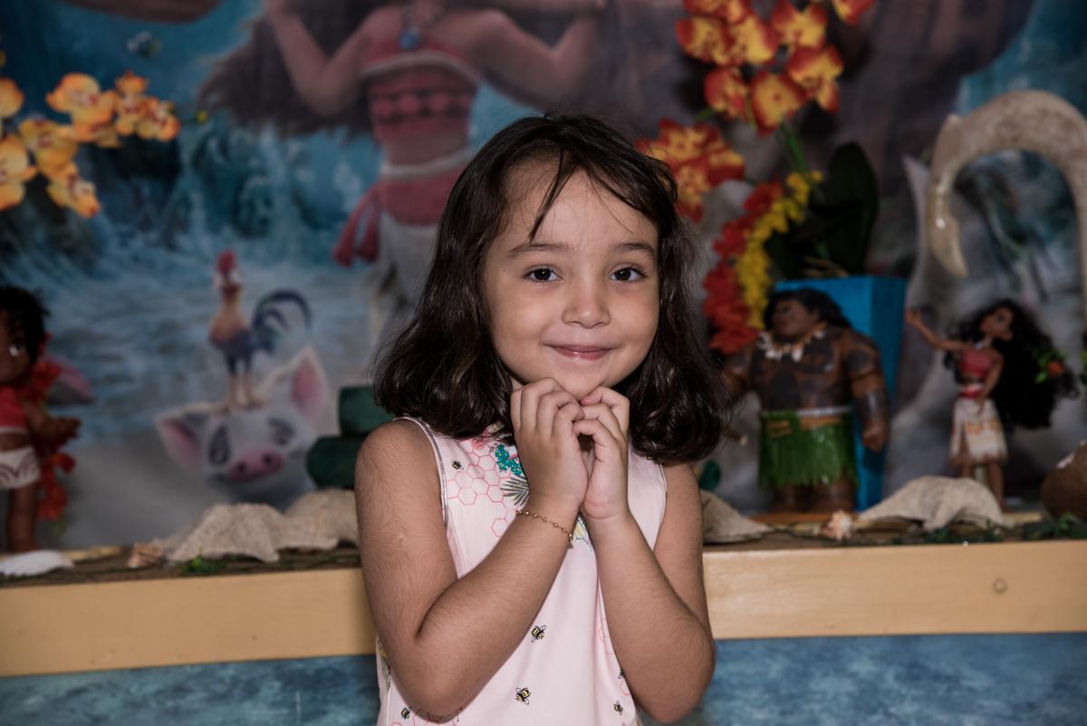 princesa linda no Buffet Fabrica da Alegria, Osaco, São Paulo, aniversário de Rafaela 5 anos tema da festa Moana