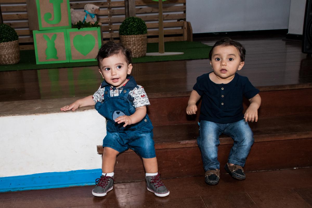 amiguinhos se divertem no Buffet Grand Kid's, Cotia São Paulo, aniversário de Joseph 1 ano, tema da festa páscoa