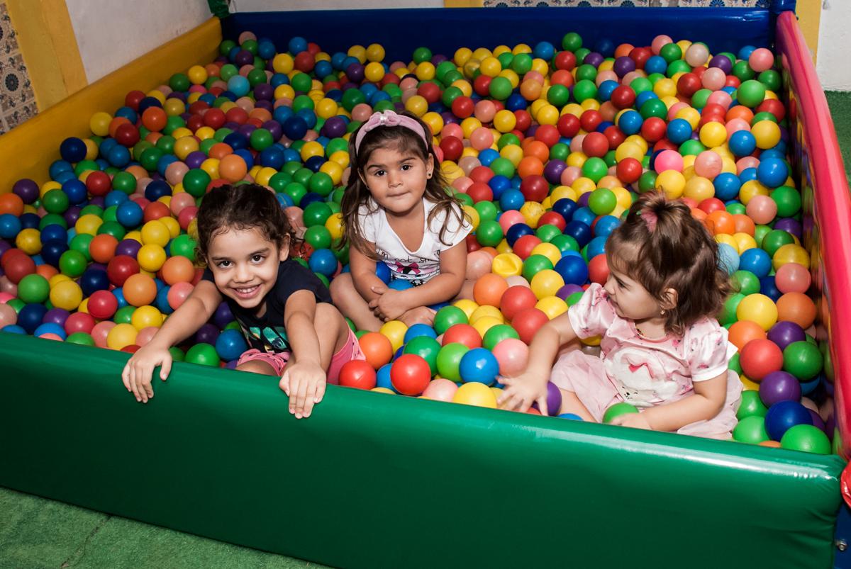 piscina de bolinhas no Buffet Grand Kid's, Cotia São Paulo, aniversário de Joseph 1 ano, tema da festa páscoa