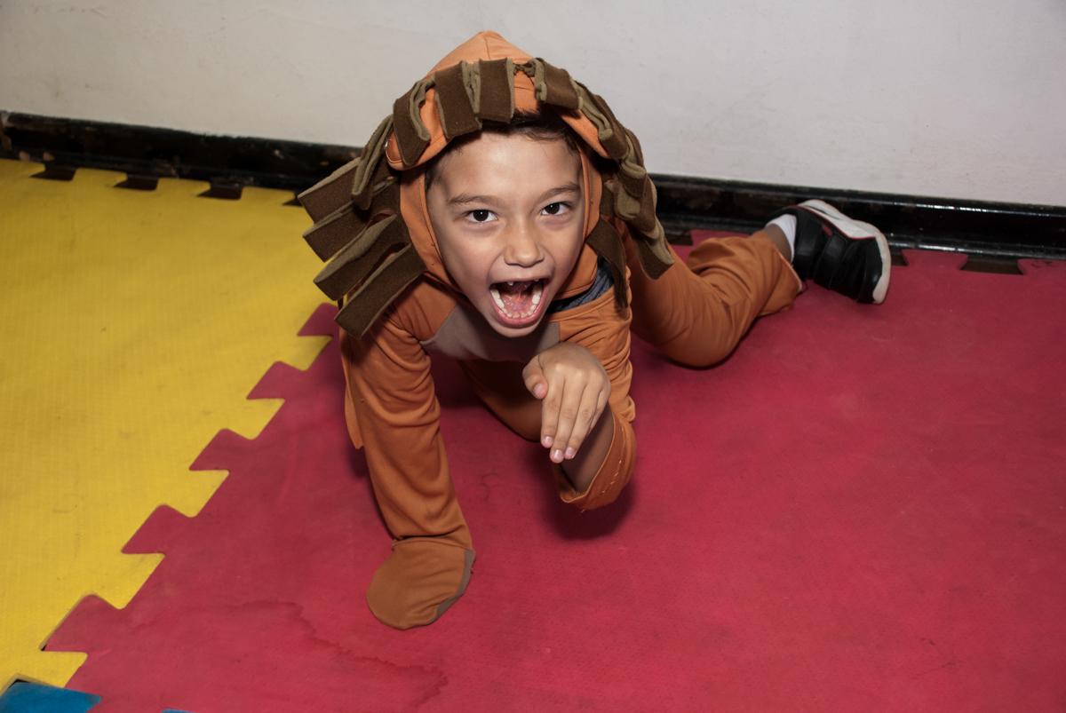 fantasia de leão no Buffet Grand Kid's, Cotia São Paulo, aniversário de Joseph 1 ano, tema da festa páscoa