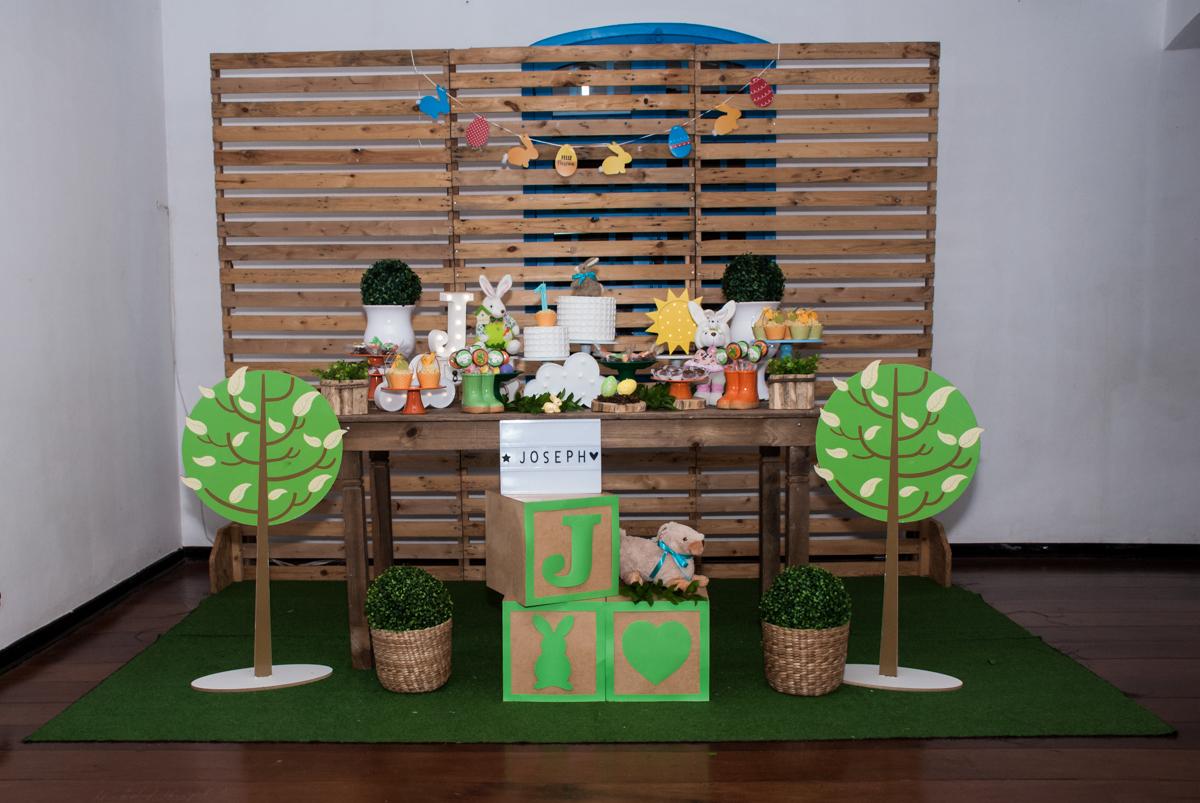 mesa temática no Buffet Grand Kid's, Cotia São Paulo, aniversário de Joseph 1 ano, tema da festa páscoa