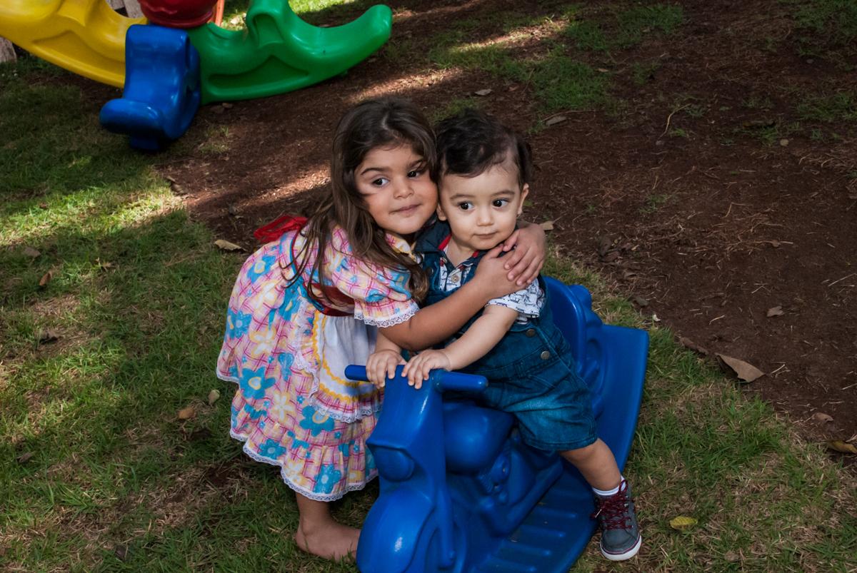 abraço gostoso no Buffet Grand Kid's, Cotia São Paulo, aniversário de Joseph 1 ano, tema da festa páscoa