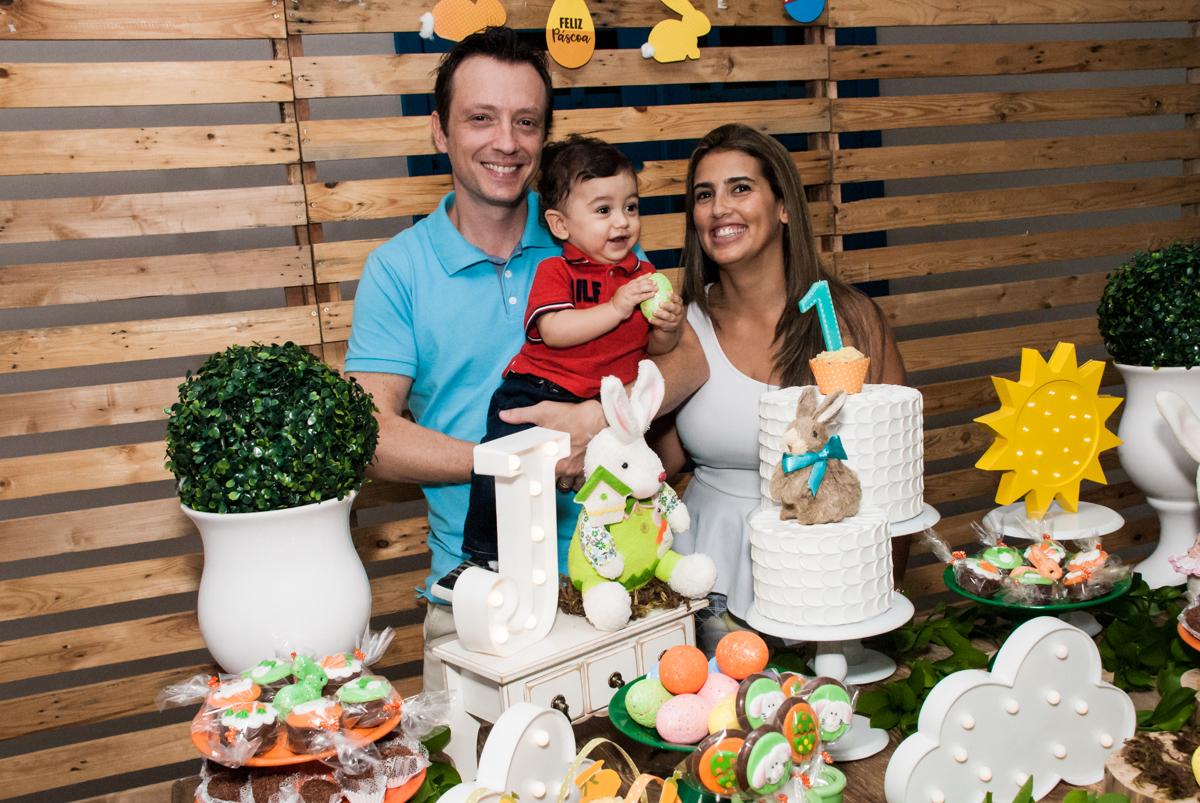 Todos participam para o parabéns no Buffet Grand Kid's, Cotia São Paulo, aniversário de Joseph 1 ano, tema da festa páscoa