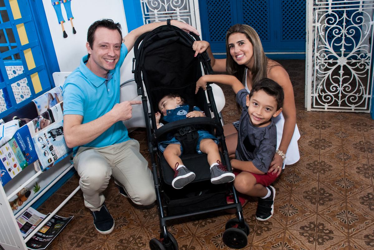 Entrada da família no Buffet Grand Kid's, Cotia São Paulo, aniversário de Joseph 1 ano, tema da festa páscoa