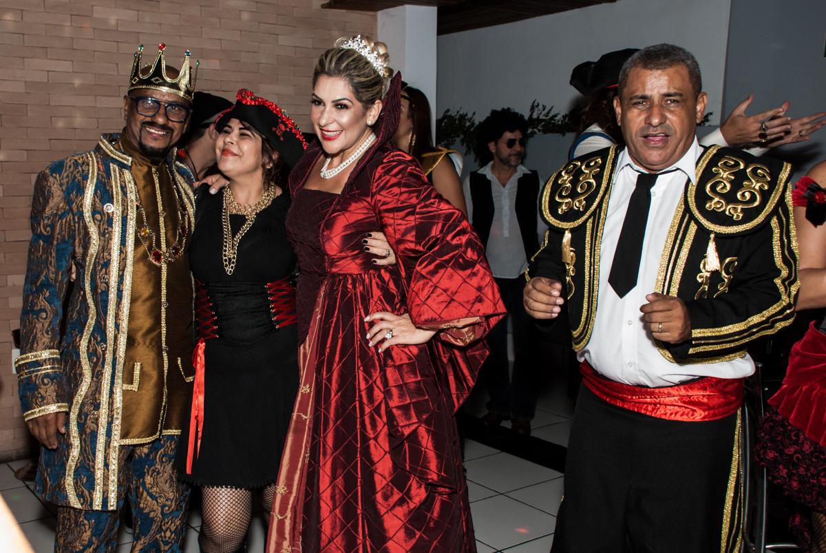 hora da balada na festa adulto aniversário de Da Silva 60 anos, tema da festa fantasia