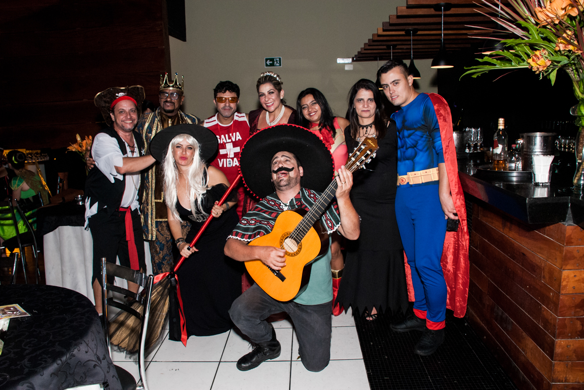 final da festa na festa adulto aniversário de Da Silva 60 anos, tema da festa fantasia