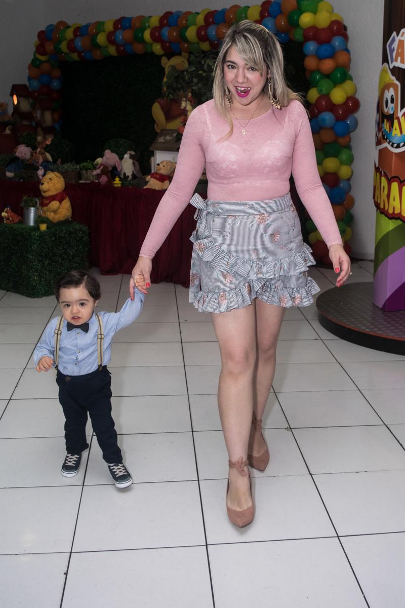 passeando com a mamãe no salão do Buffet