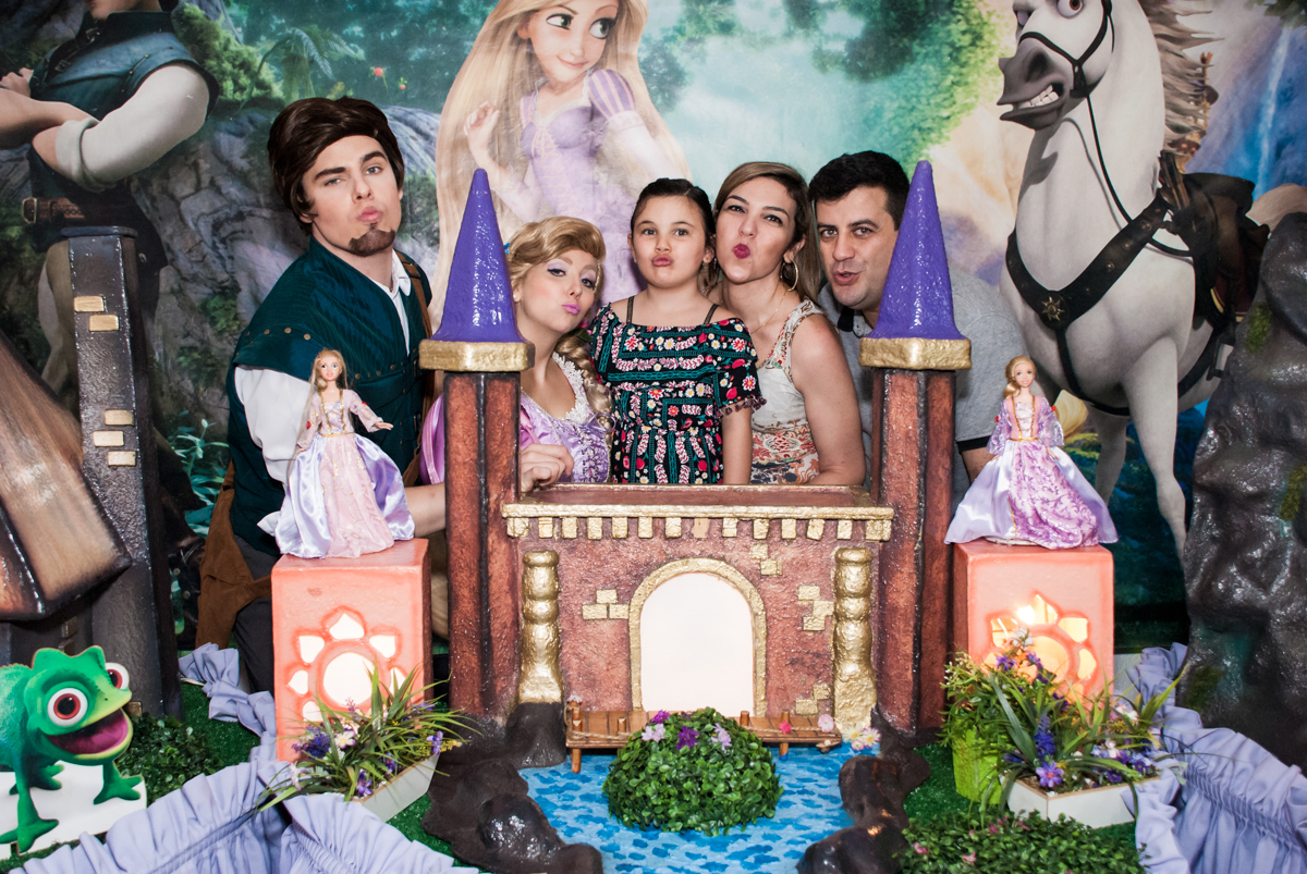 rapunzel com a família da maria julia