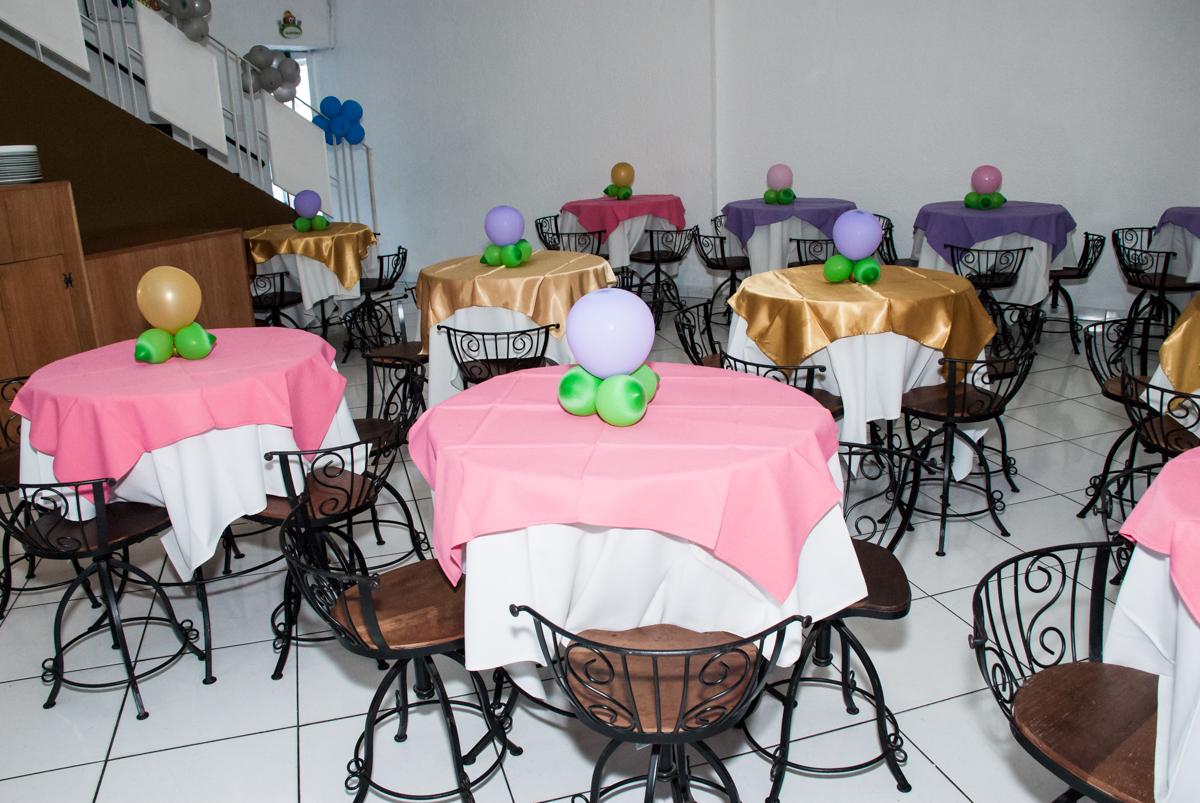 mesas decoradas com bexigas