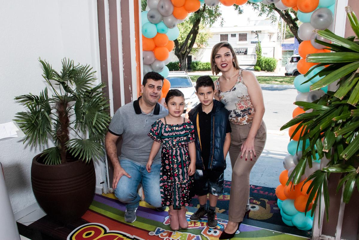 entrada da família para a festa da Maria Julia 5 anos
