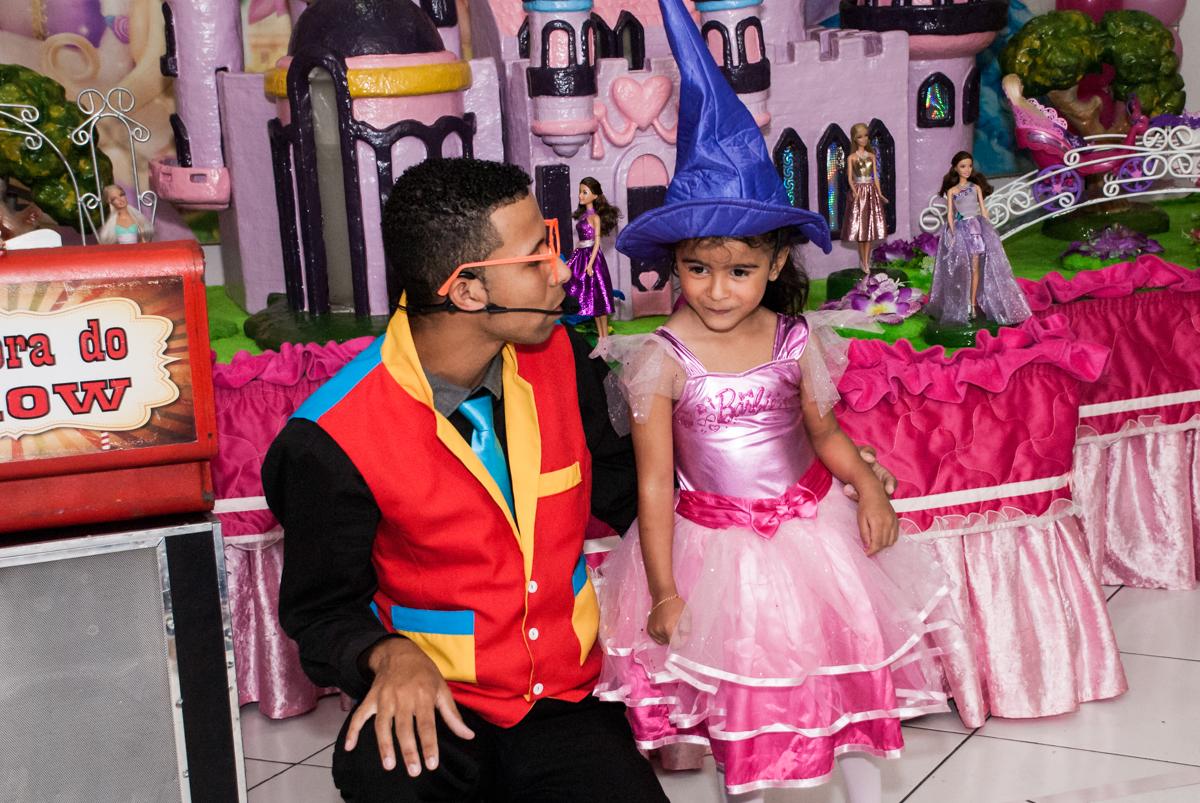 aniversariante participa do show de mágica