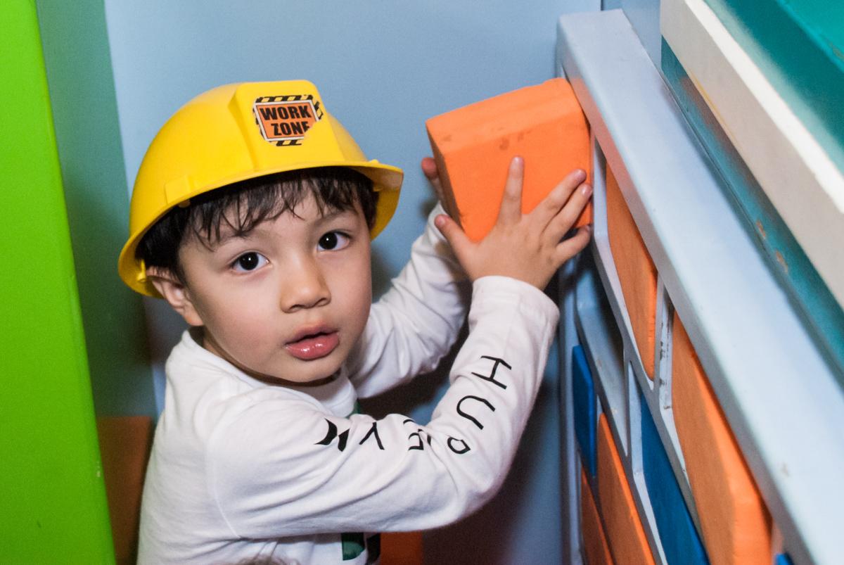 o construtor realizando o projeto de construção