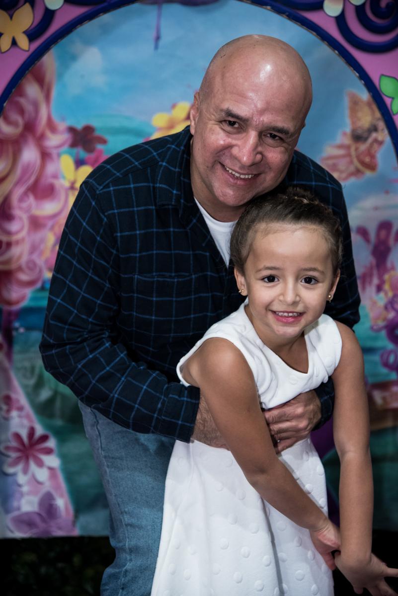 O papai também da abraço na µarina
