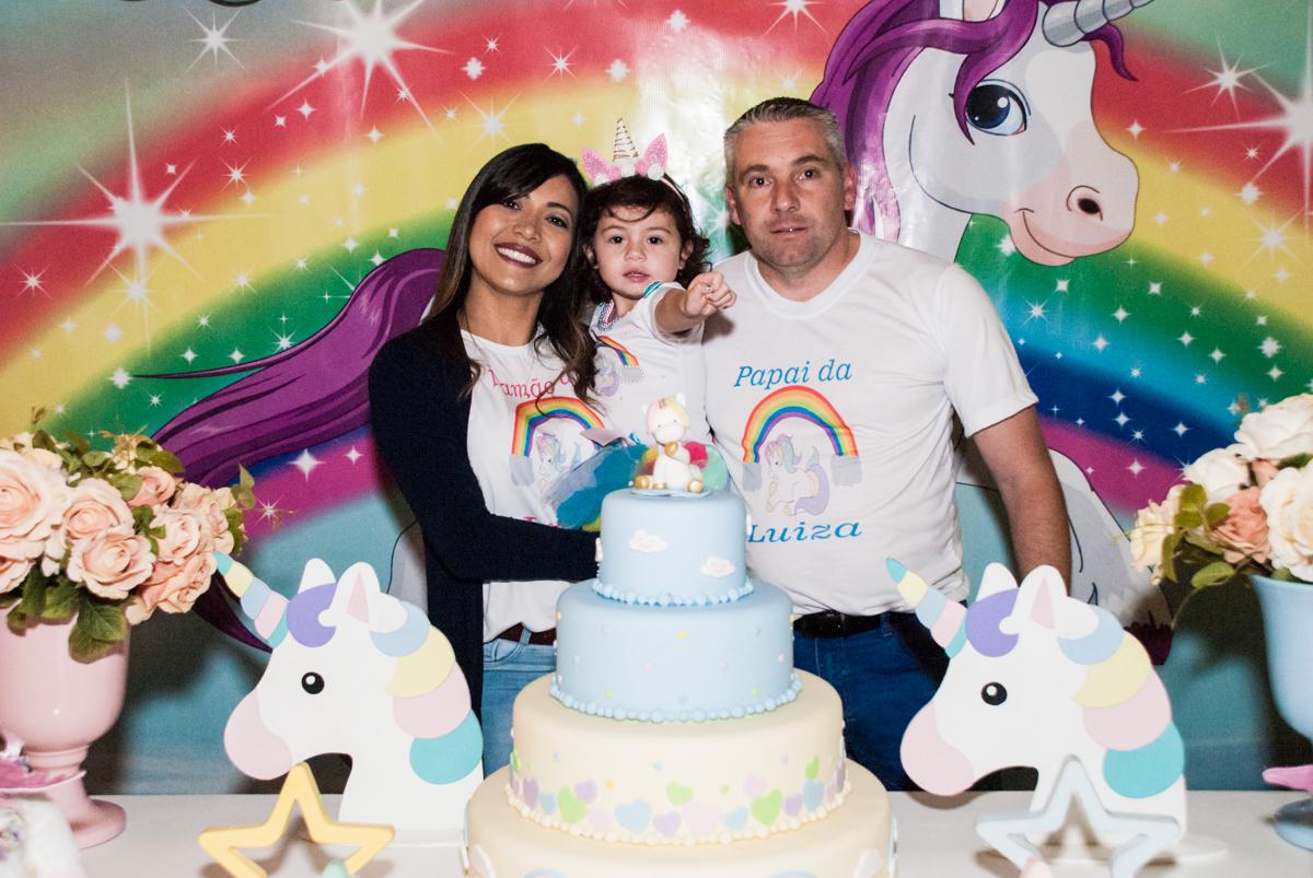 Família feliz para a festa da Luiza
