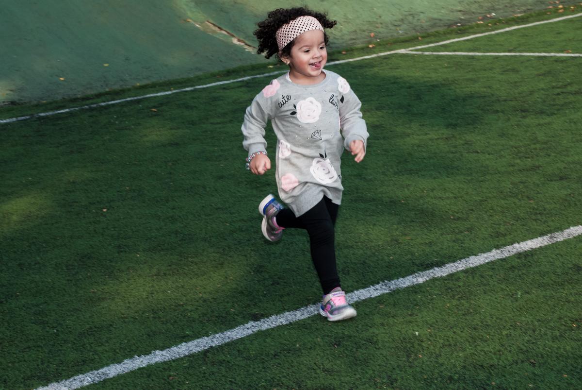 correndo para fazer o gol