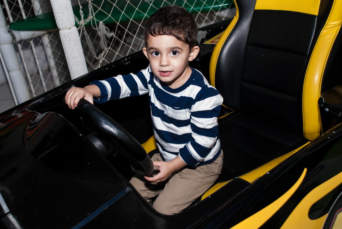 dirigindo no simulador de de corrida
