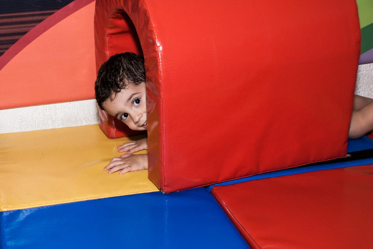 saindo do túnel da área baby