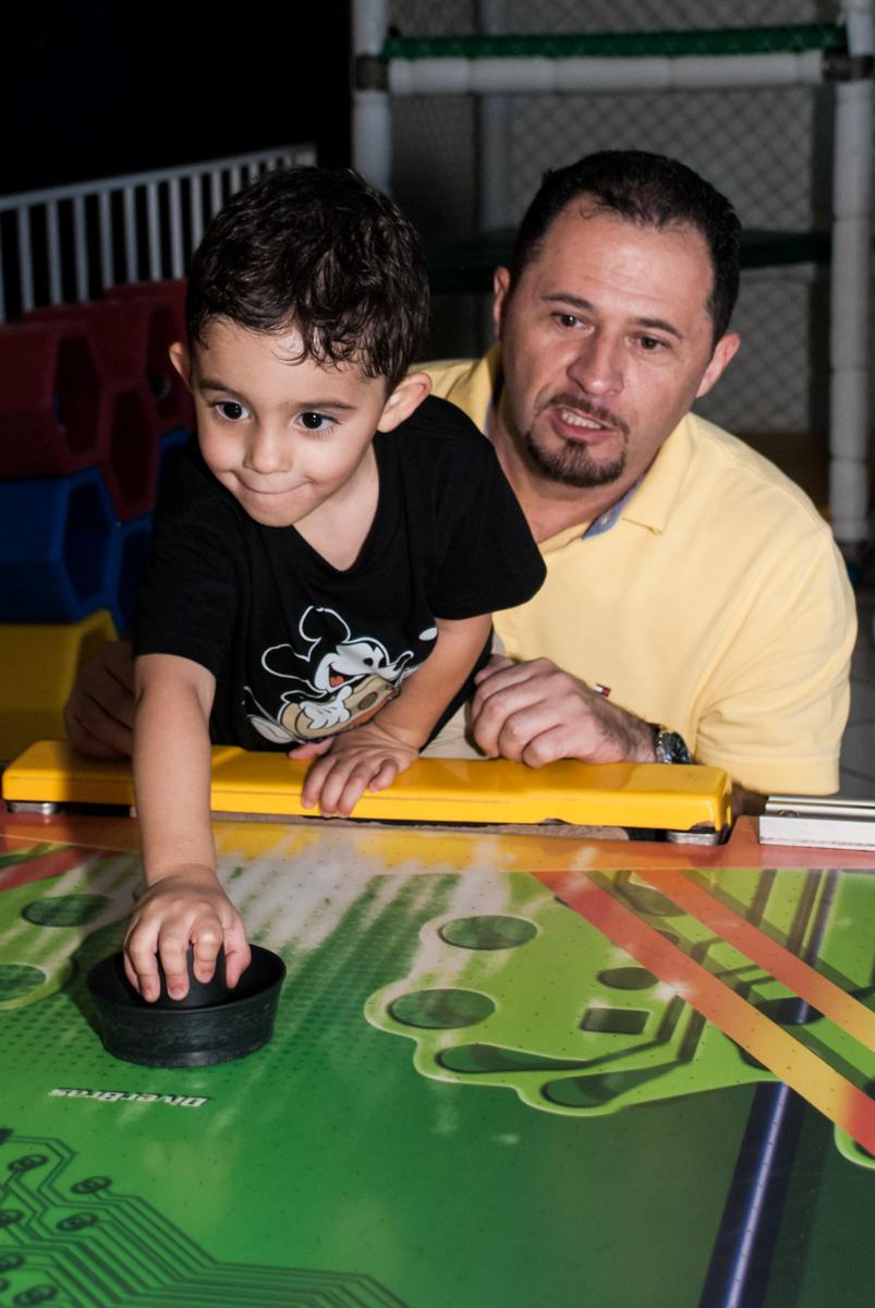 jogo de futebol com o papai animado