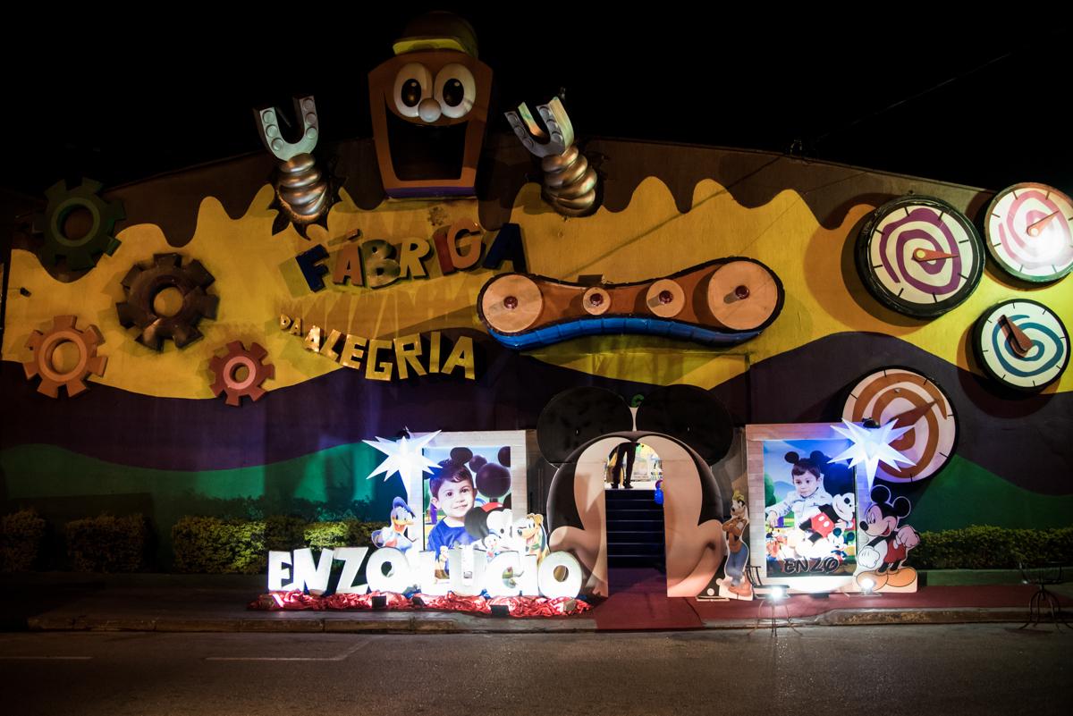 Bufffet Fábrica da Alegria, Osasco, São Paulo aniversario de Enzo Lucio 2 anos tema da festa Mickey Safari
