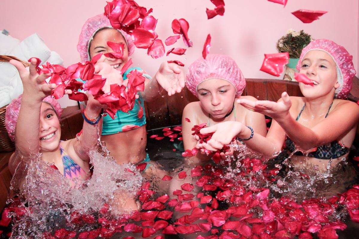diversão na banheira de ofuro