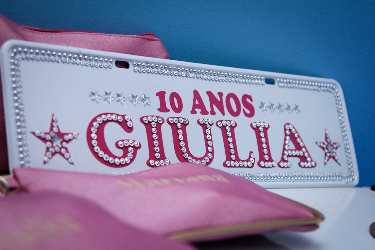 placa com nome da Giulia finalizando as fotos