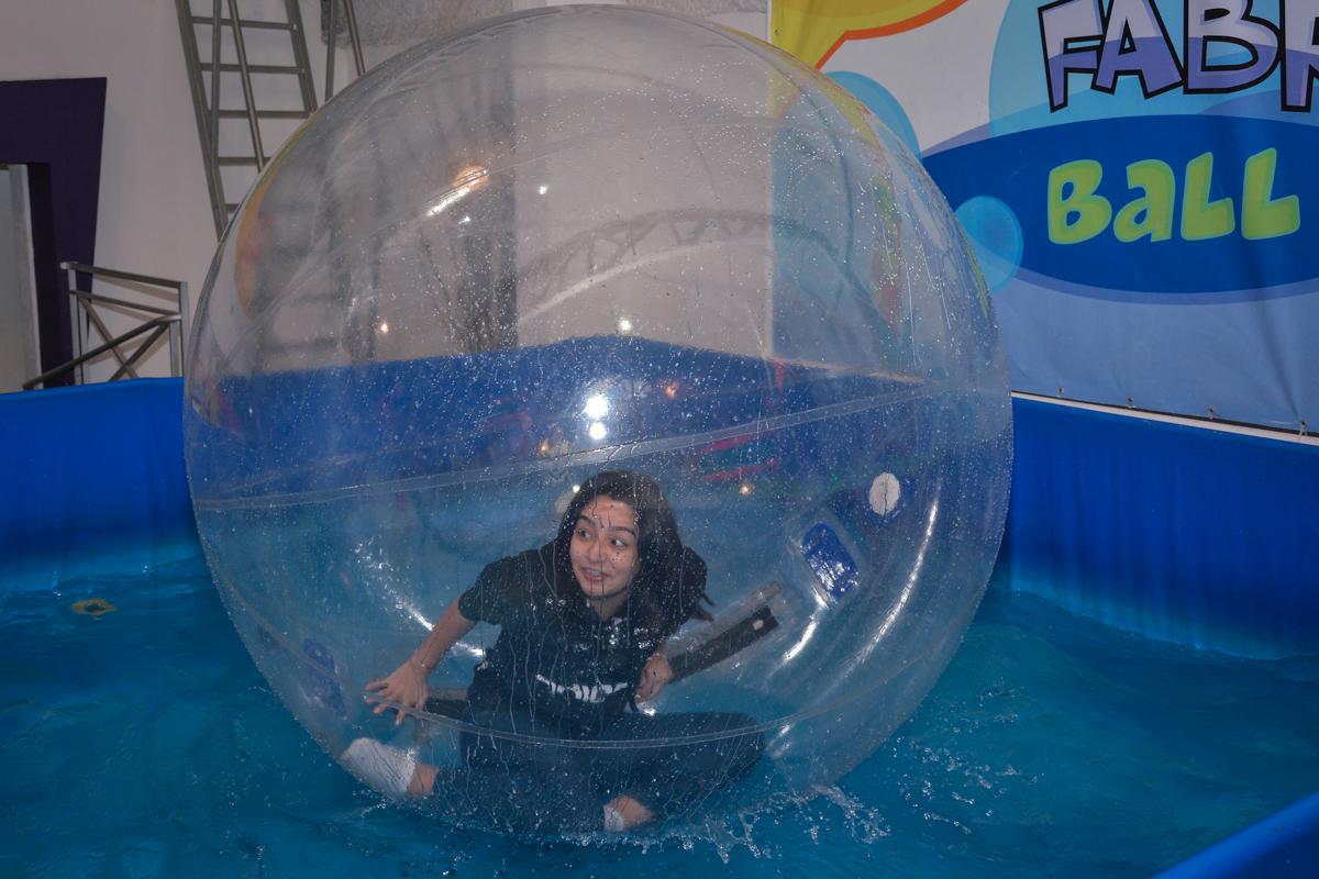 diversão na bola aquaplay