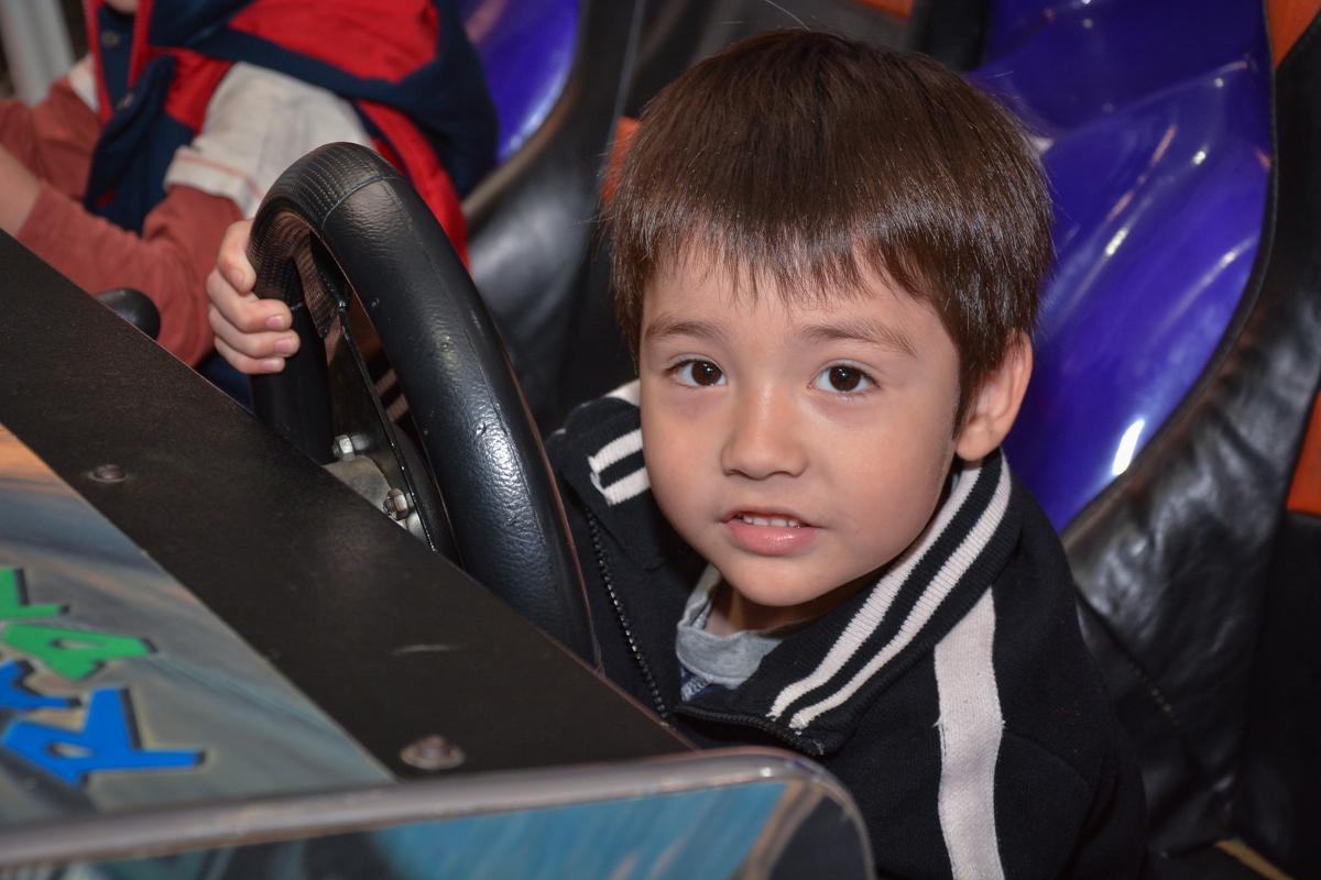 diversão garantida no simulador de corrida