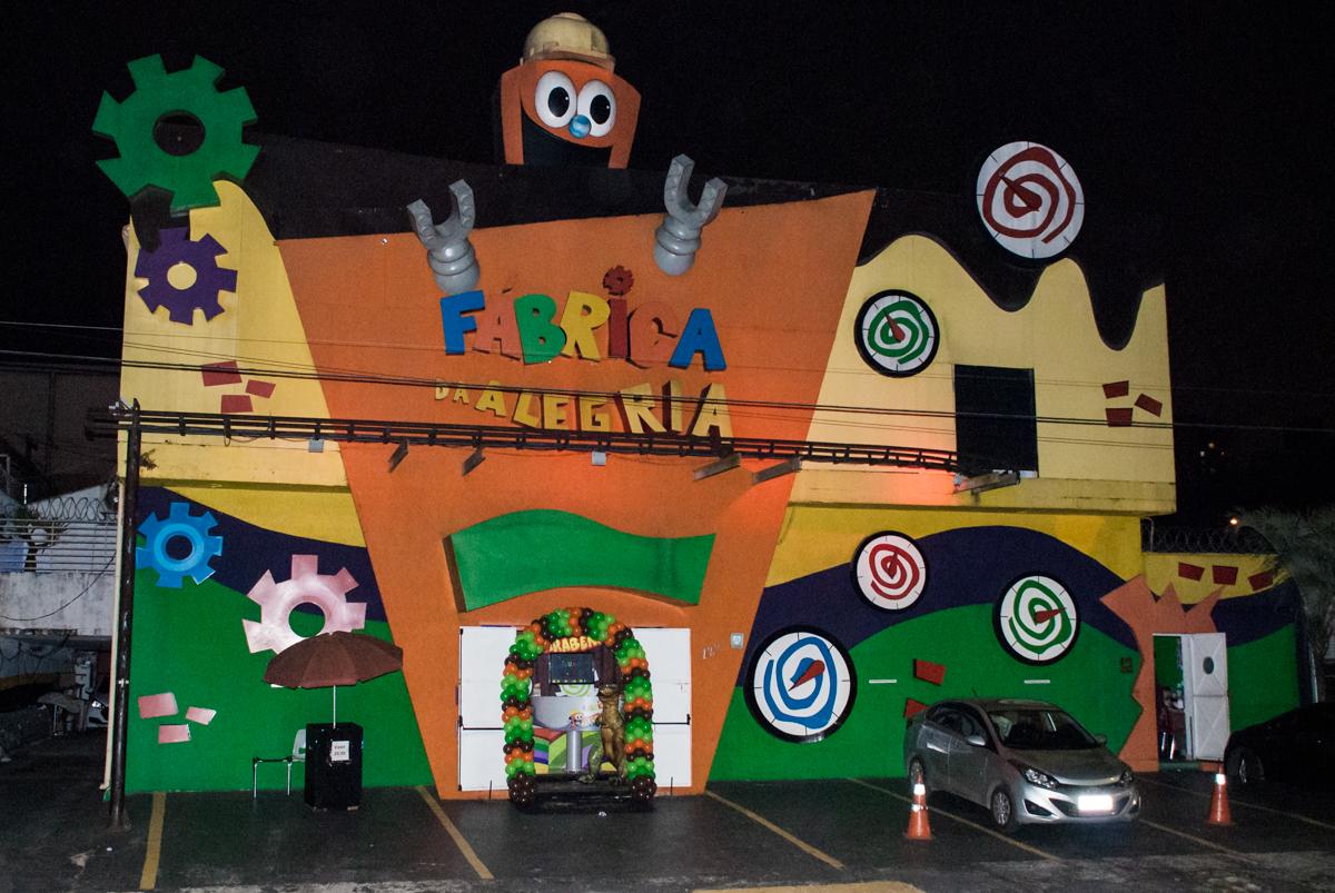 Aniversário de Cauan 5 anos, festa realizada no Buffet Fábrica da Alegria, Morumbi, São Paulo, tema da festa dinossauros