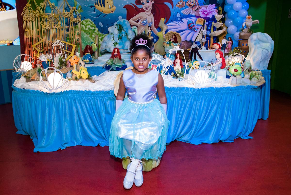 vestida de princesa em sua festa