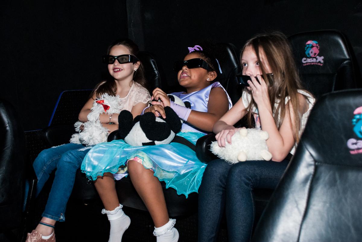 assistindo ao cinema 3 D