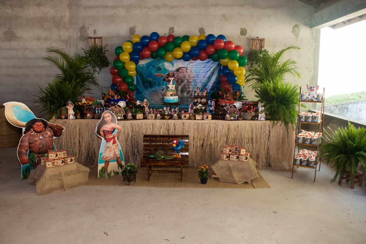 mesa decorada com tema moana