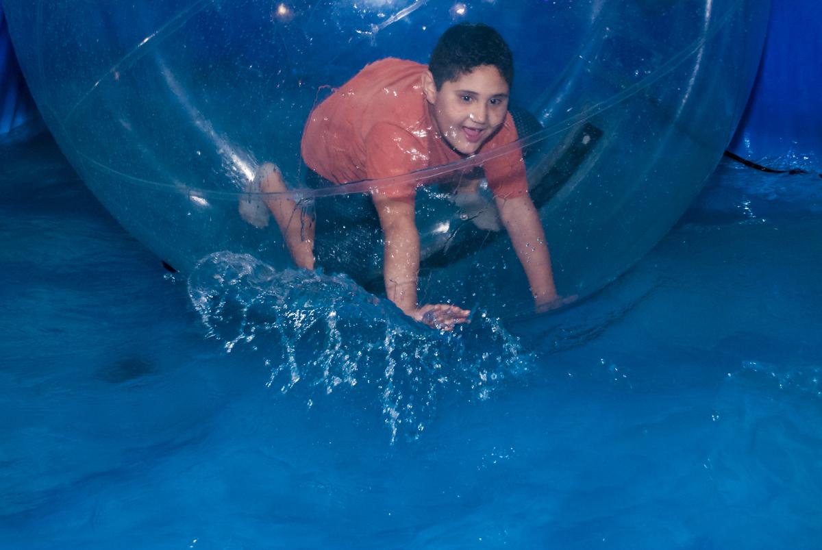 diversão garantida na bola aquaplay