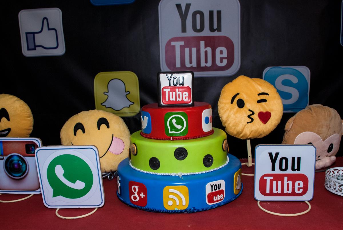 bolo decorado com o tema da festa you tube