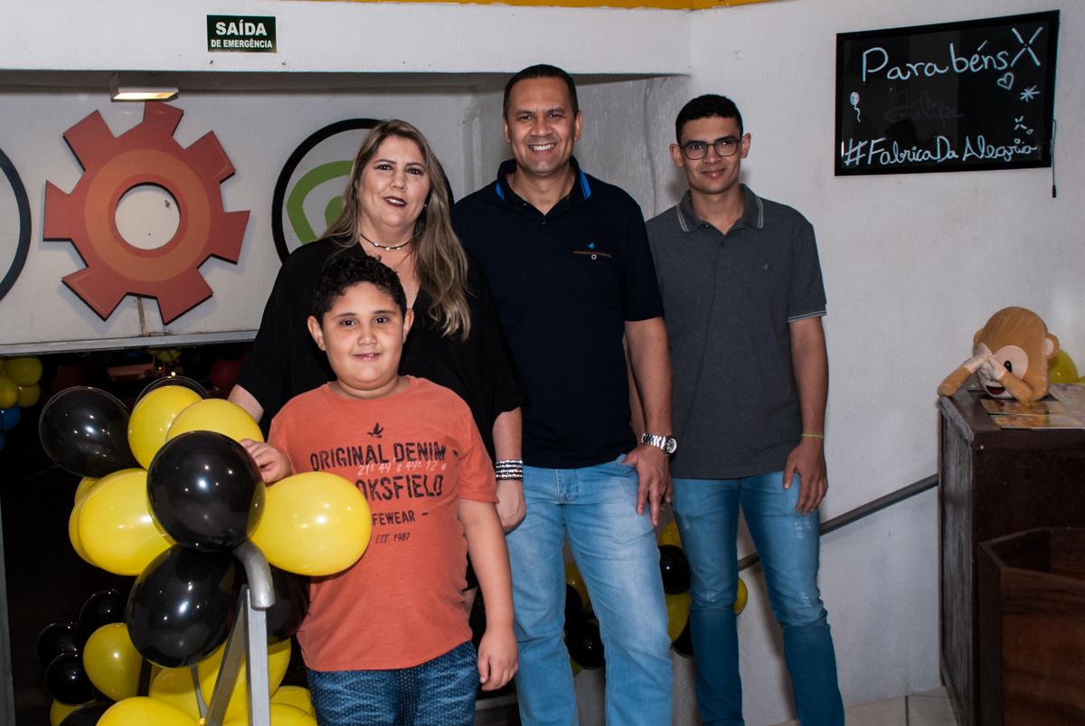 entrada da família para a festa do Felipe 7 anos