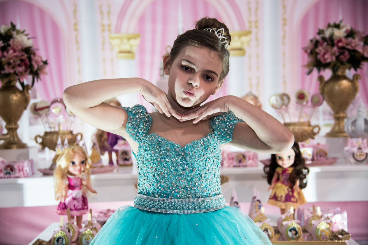 linda vestida como princesa
