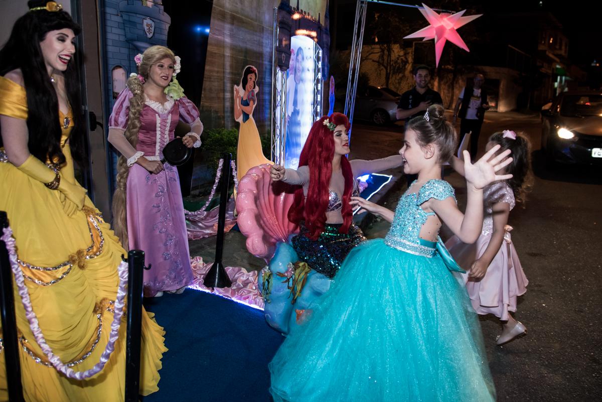 chegada das princesas na festa da Giovanna