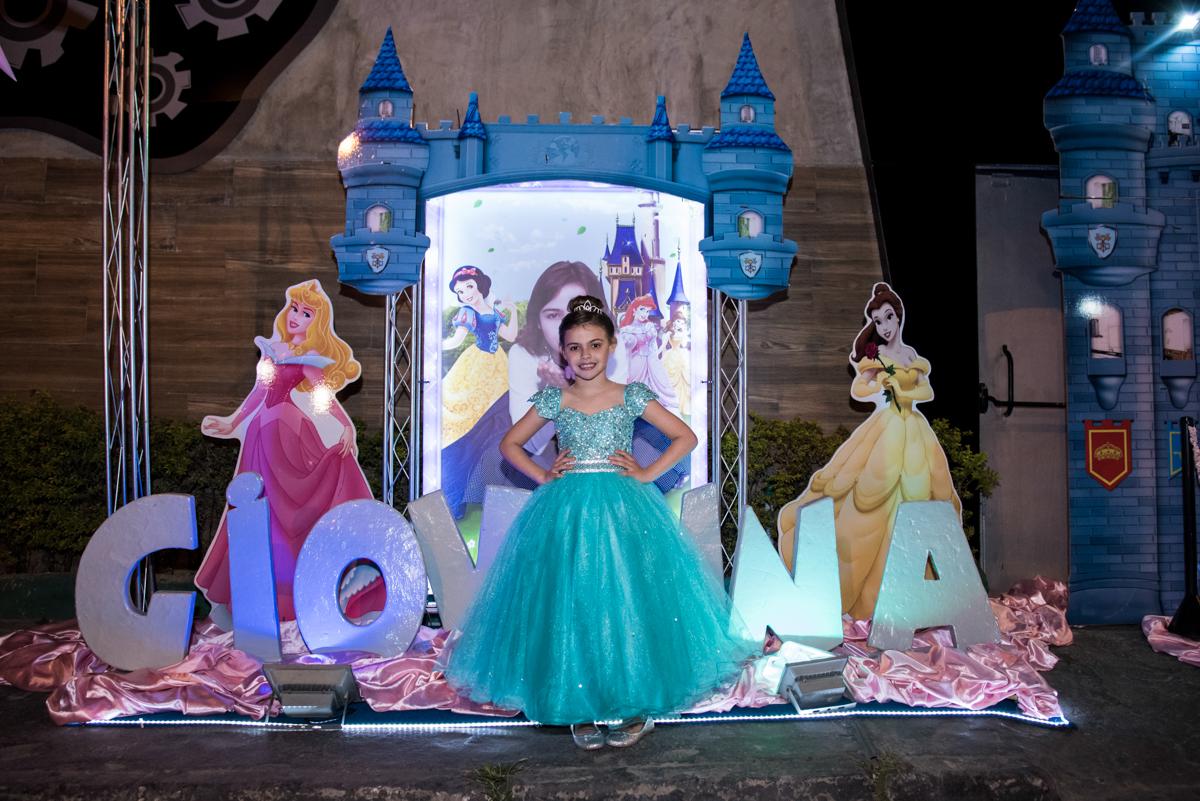 princesa linda com fantasia de princesa