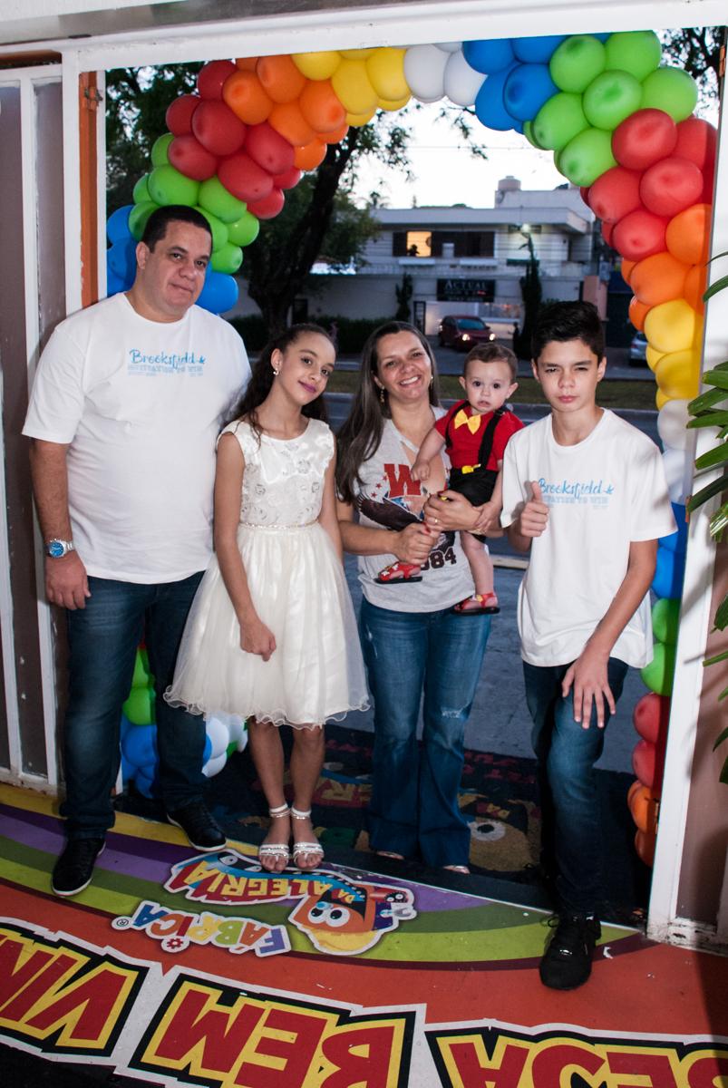 entrada da família para a festa do Bruno