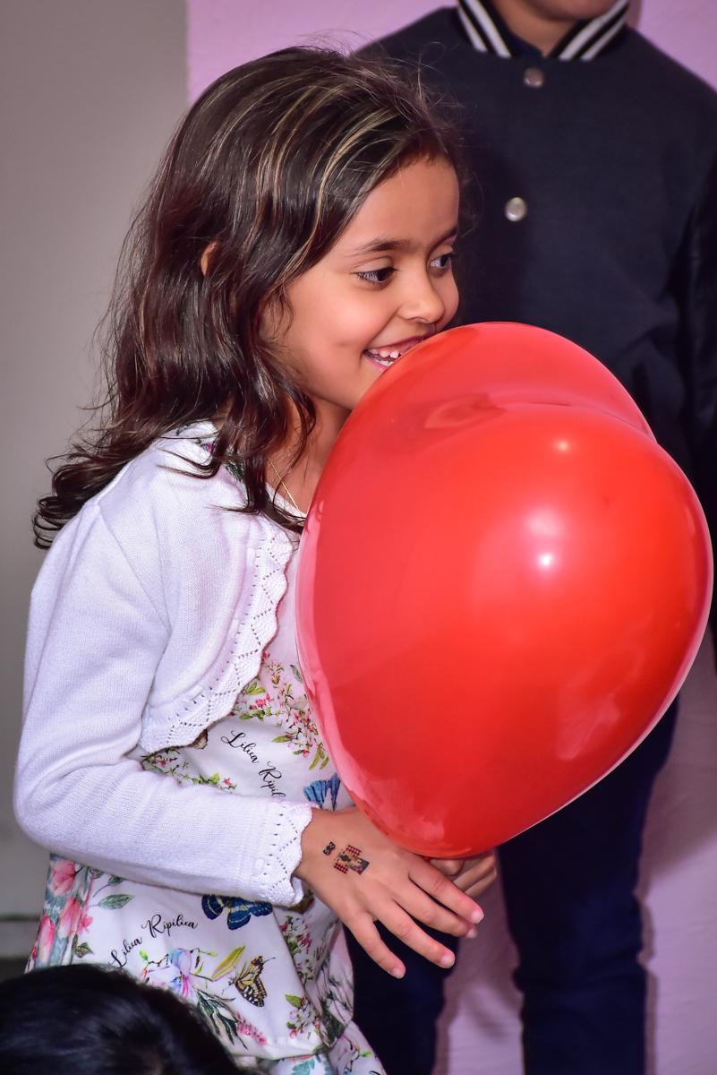brincando com os balões inflável