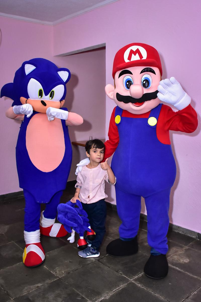 foto com os personagens do mario bros