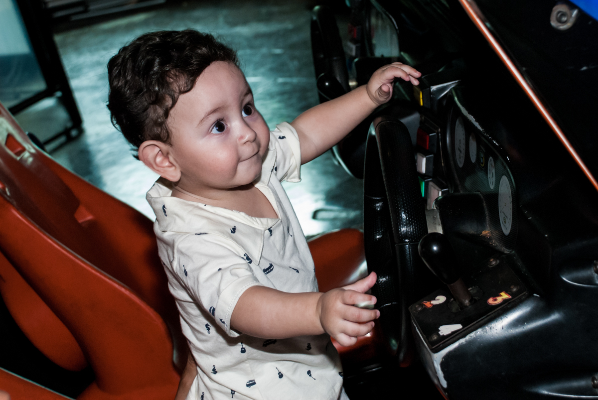 A bebê também dirige o carro