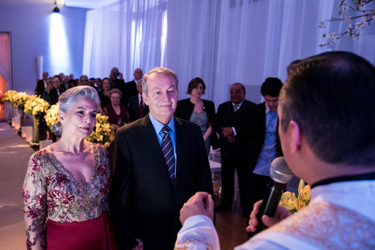 o noivo espera pela noiva