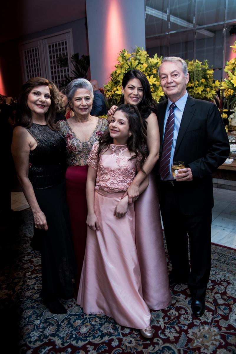 A família espera pelo casal