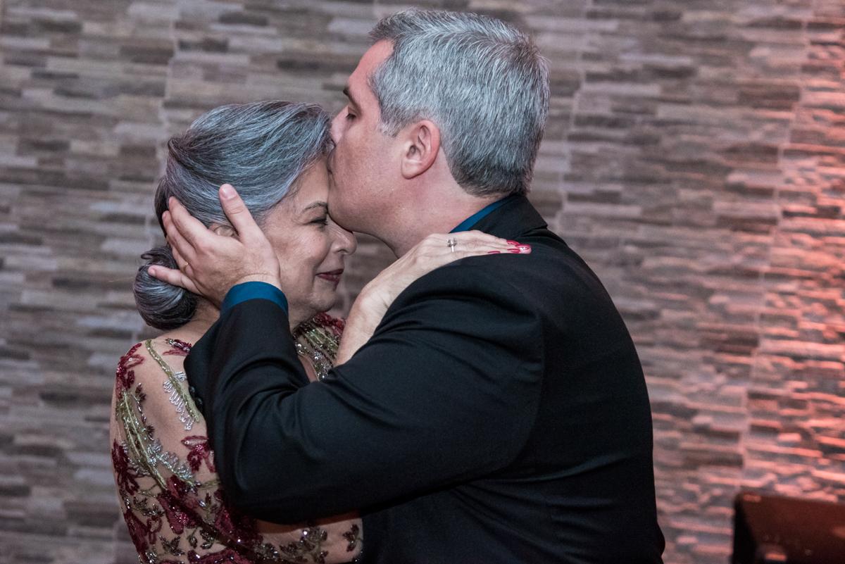 beijo de amor e carinho do filho