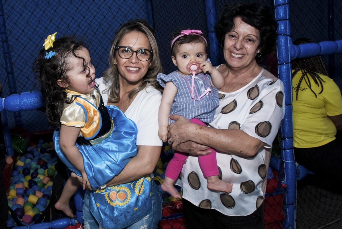 Foto com a vovó e a mamãe