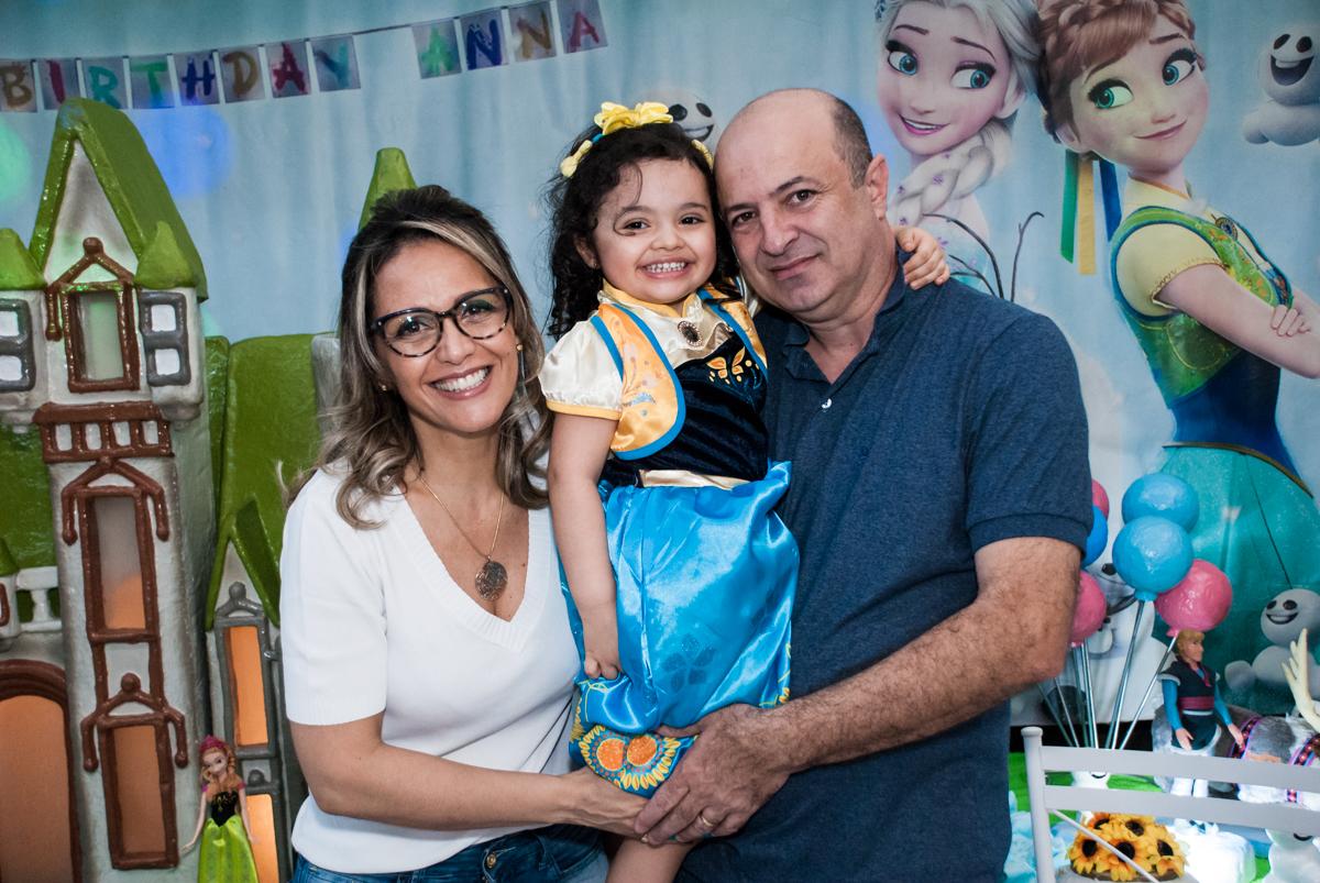 Fotografia da família com a aniversariante