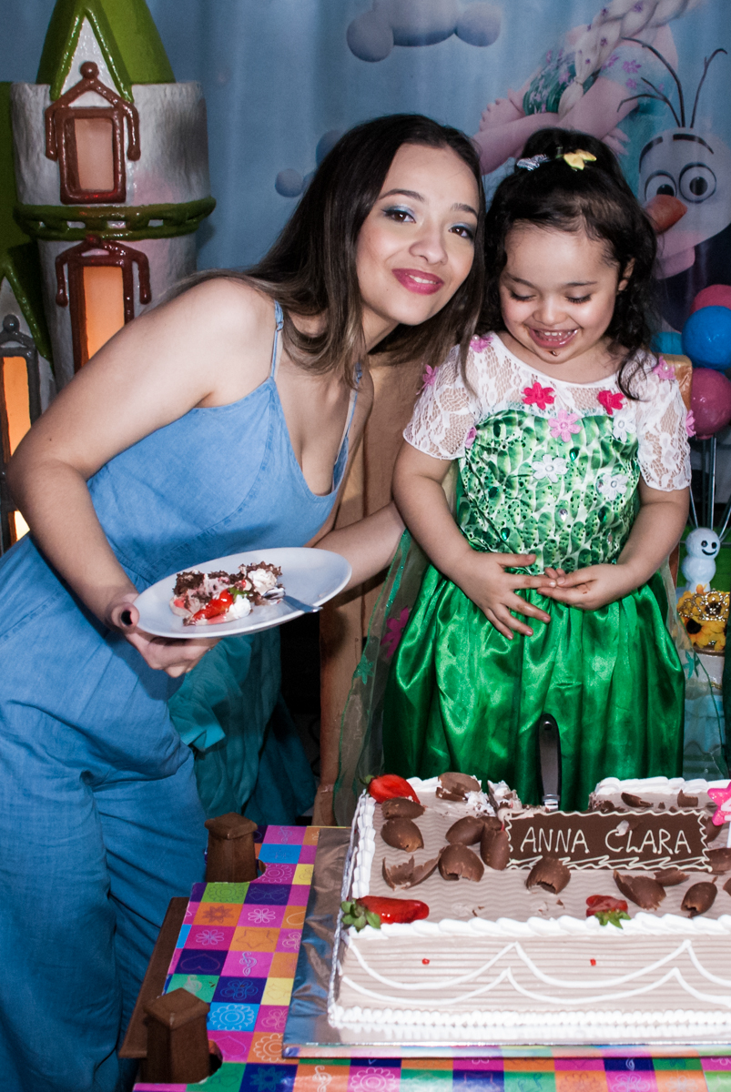 segundo pedaço de bolo é para a outra irmã