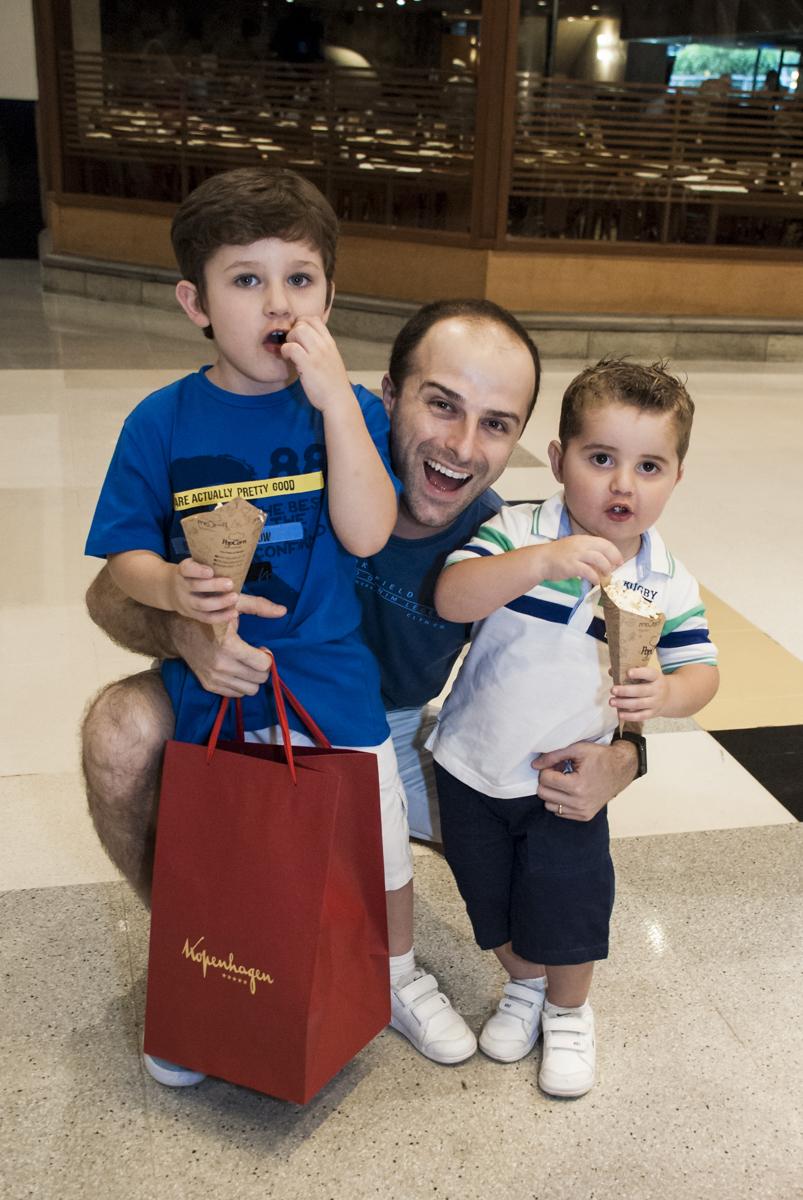foto com as crianças