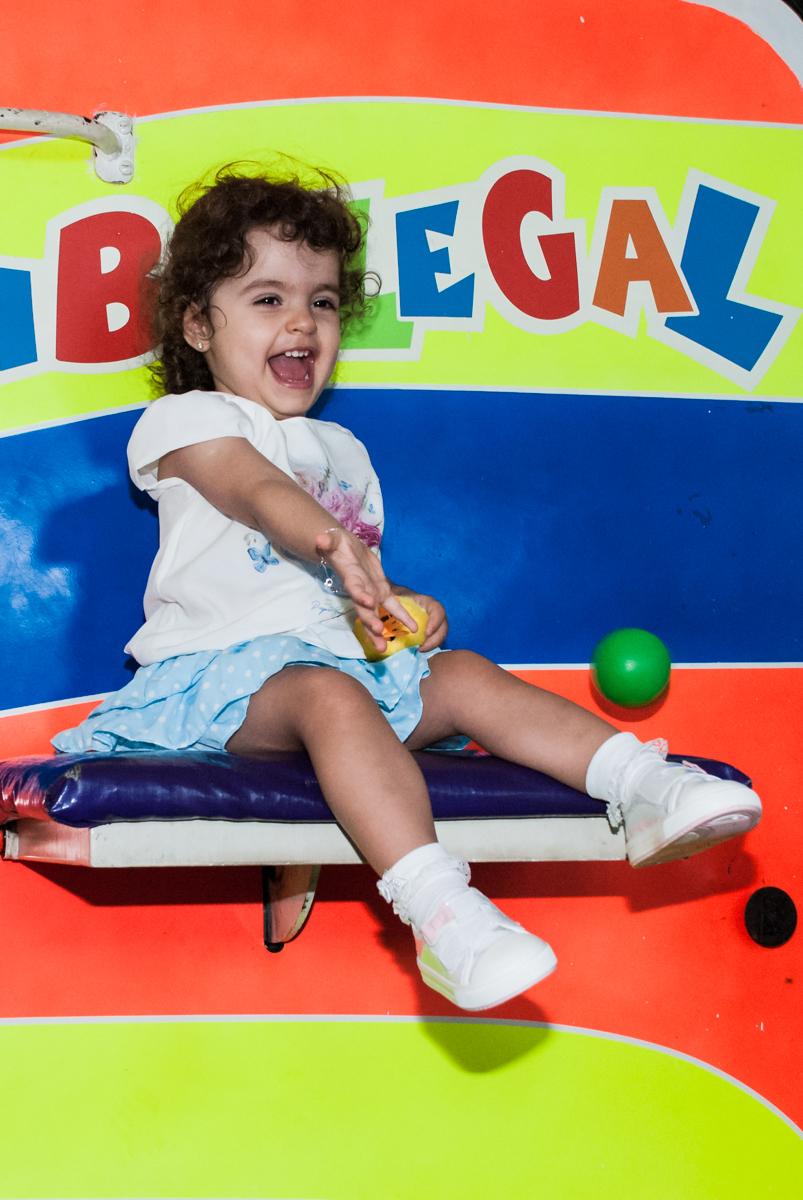 descontração e sorrisos no brinquedo tombo legal